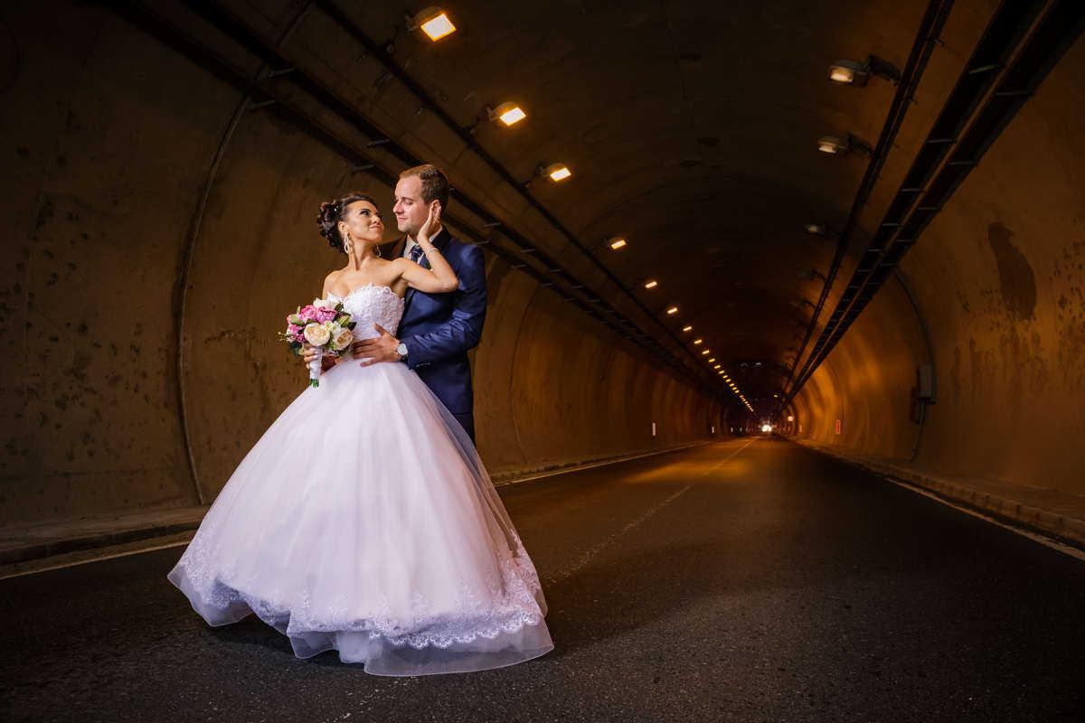 Моменти от сватбата на Е&И. Сватбена фотография от професионален фотограф Иван Банчев.