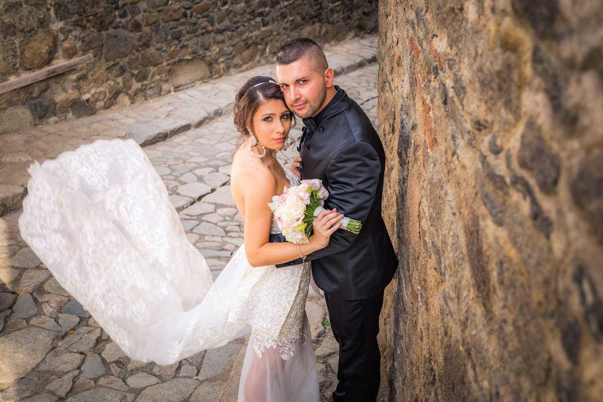 Моменти от сватбата на М&А. Сватбена фотография от професионален фотограф Иван Банчев.