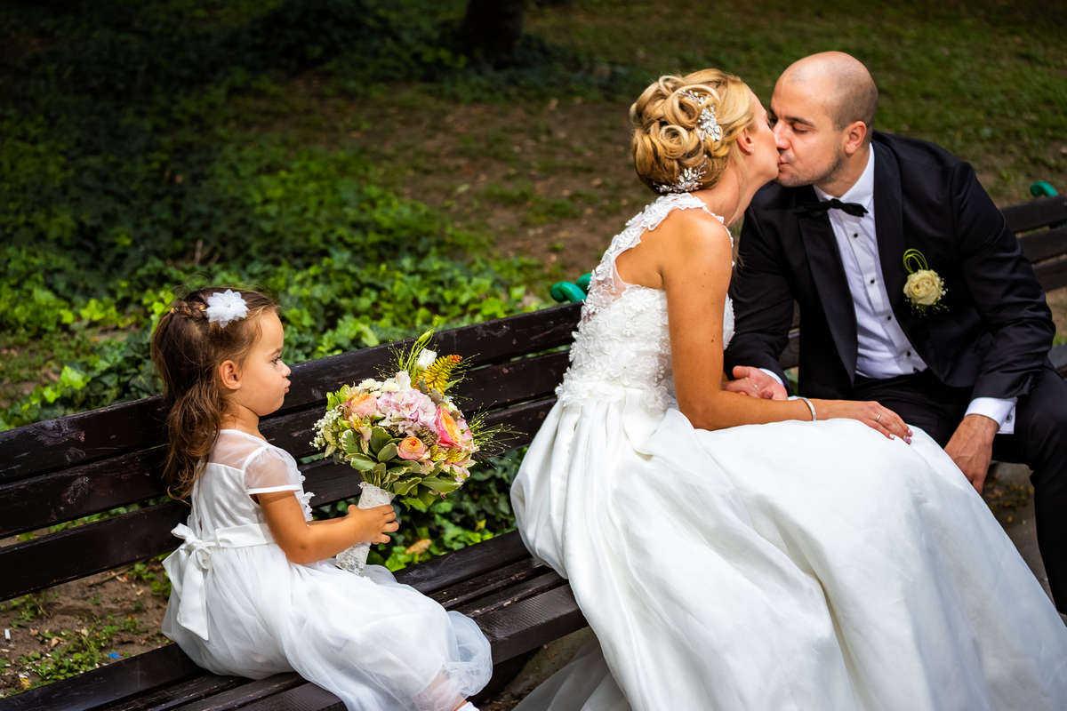 Моменти от сватбата на П&Д. Сватбена фотография от професионален фотограф Иван Банчев.