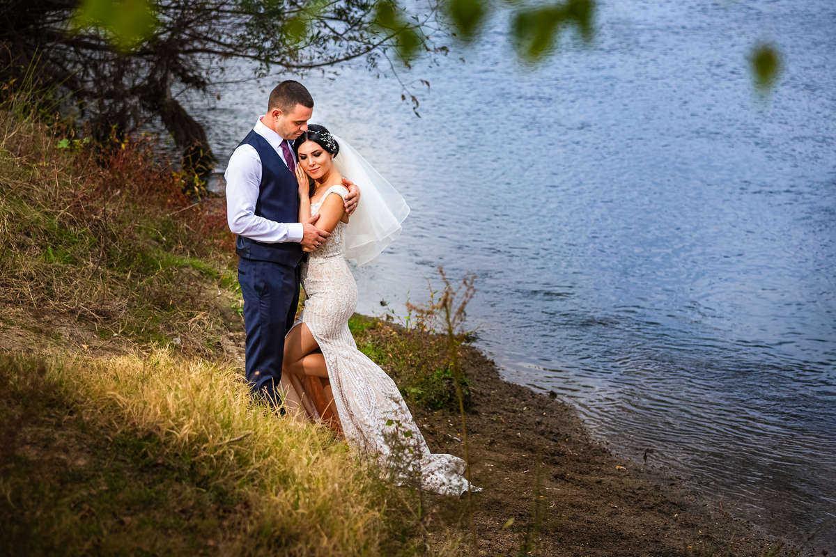 Моменти от сватбата на В&И. Сватбена фотография от професионален фотограф Иван Банчев.