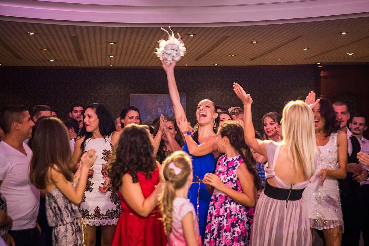 Сватбени моменти. Сватбена фотография от професионален фотограф Иван Банчев.